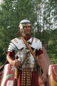 Roman_soldier_in_lorica_segmentata_1